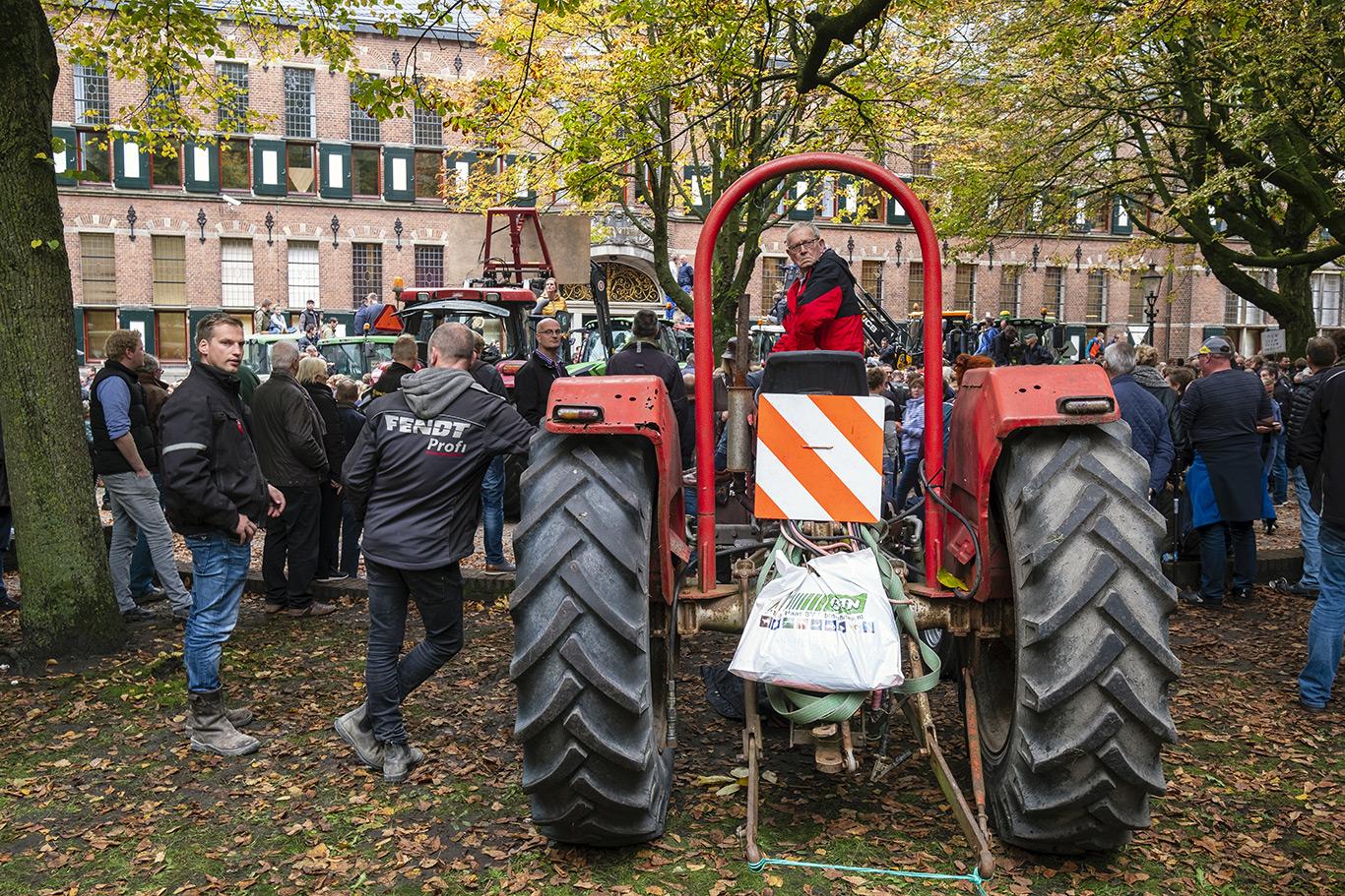 Boerenprotest - Op maandag 14 Oktober 2019 trokken honderden boeren met hun trekkers naar het provinciehuis in het centrum van de stad Groningen